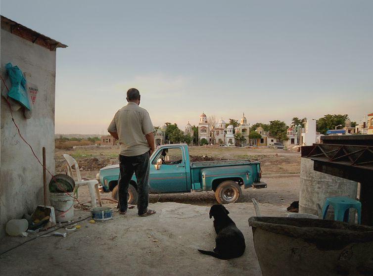 Martín é vigilante do cemitério de Jardines de Humaya