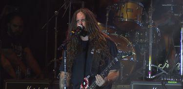 O guitarrista Andreas Kisser anima o público no Festival Brasil Guitarras exibido pela TV Brasil