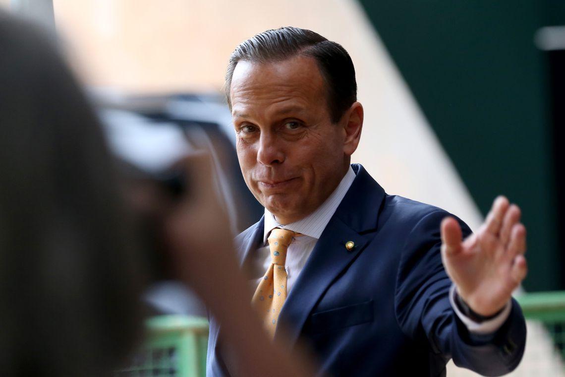 O governador eleito de São Paulo, João Doria, fala à imprensa no Centro Cultural Banco do Brasil (CCBB), em Brasília, onde funciona o gabinete de transição de governo.