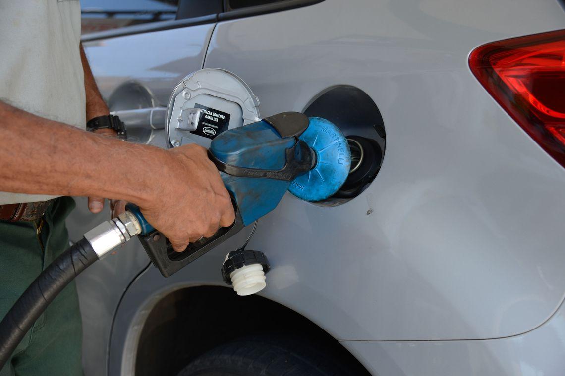 Preços da gasolina e do diesel caem nas refinarias