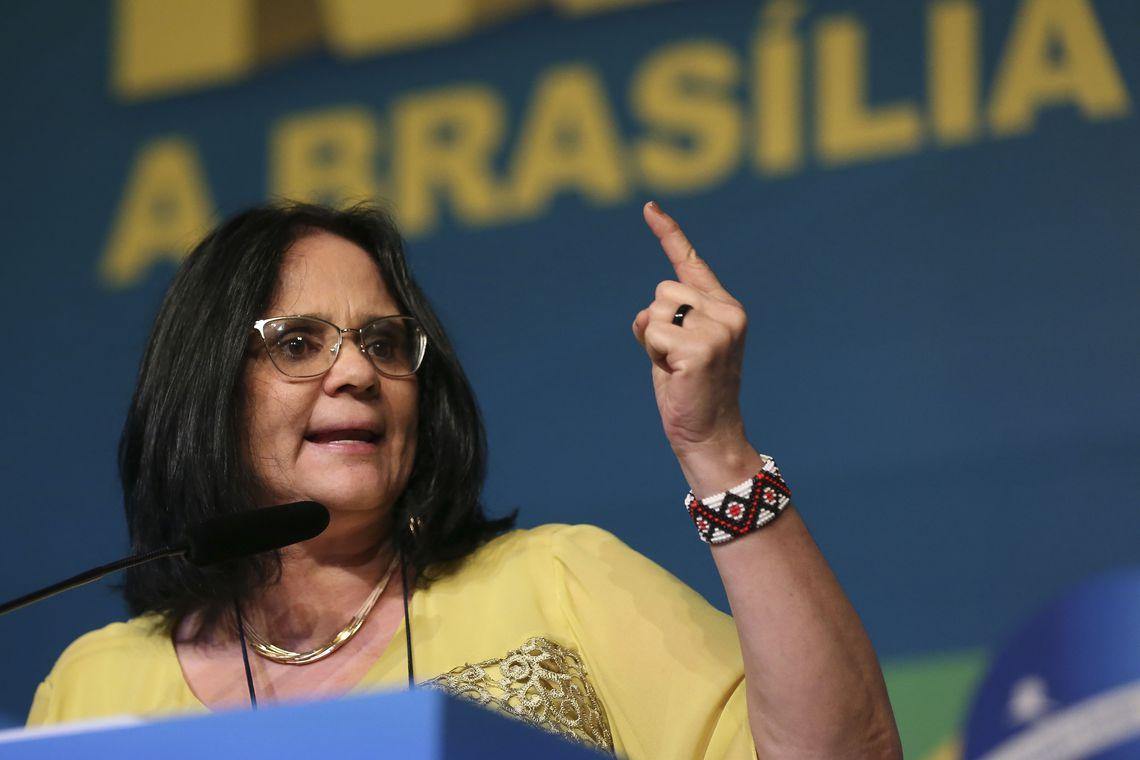 A ministra da Mulher, da Família e dos Direitos Humanos, Damares Alves, participa do debate sobre o poder da mulher na política, na XXII Marcha a Brasília em Defesa dos Municípios