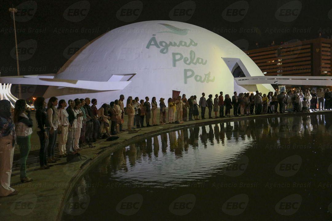 Brasília - Culto ecumênico de encerramento do Águas pela Paz - II Seminário Internacional Água e Transdisciplinaridade no espelho d´água do Museu da República (Fabio Rodrigues Pozzebom/Agência Brasil)