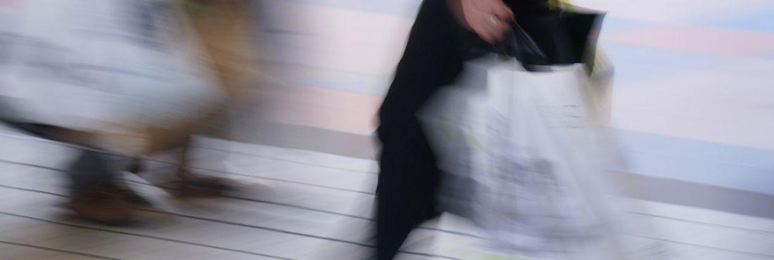 Índice de Confiança do Consumidor cai pelo terceiro mês consecutivo, segundo a FGV