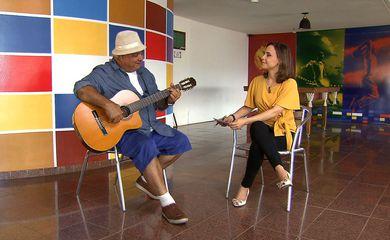 O compositor Gerônimo Santana fala ao programa Impressões