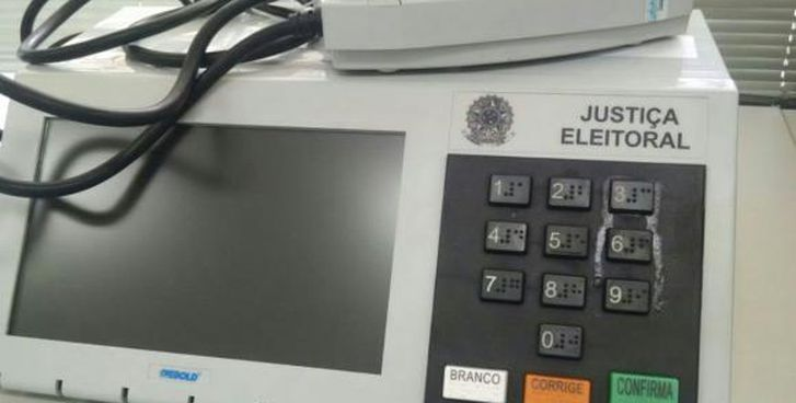 Eleitor cola tecla de urna em Goiás e é procurado pela Polícia Federal