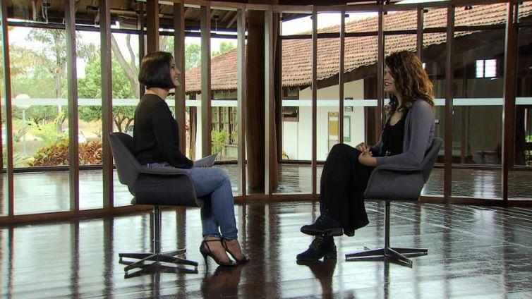 Roseann Kennedy conversa com Taya Carneiro