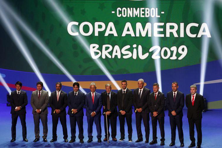 Treinadores das seleções no sorteio dos grupos da Copa América Brasil 2019, na Cidade das Artes.