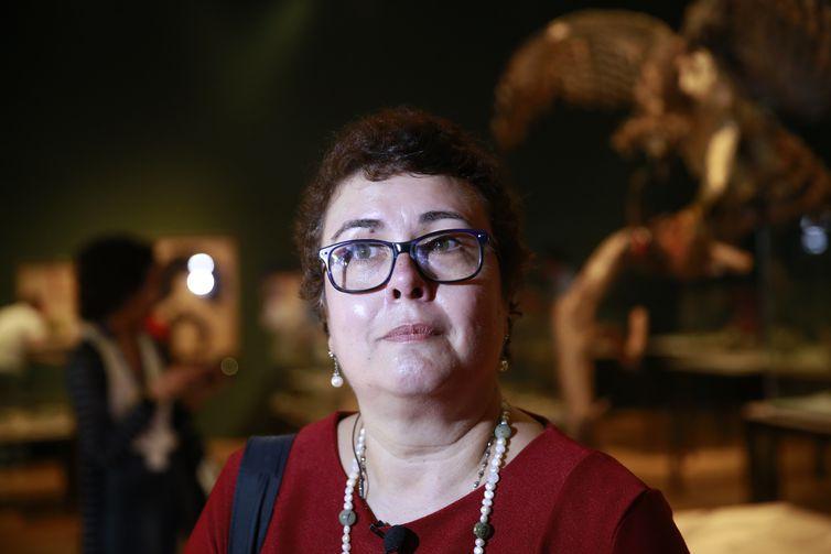 Pesquisadora Cláudia Carvalho fala sobre os resgates na exposição Museu Nacional Vive - Arqueologia do Resgate, a primeira com peças retiradas do incêndio, no Centro Cultural Banco do Brasil.