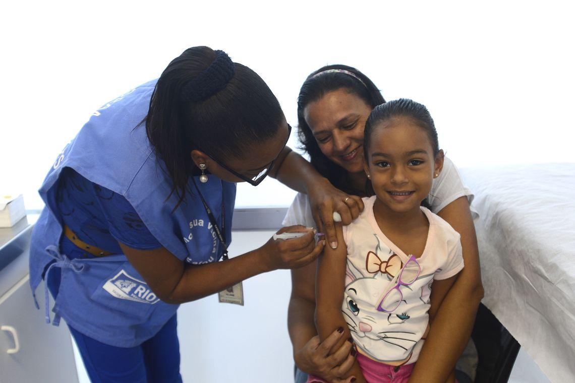 Rio de Janeiro - Rio antecipa vacinação contra a gripe para gestantes e crianças com idades a partir de seis meses e menores de cinco anos, além de pacientes renais crônicos (Tânia Rêgo/Agência Brasil)