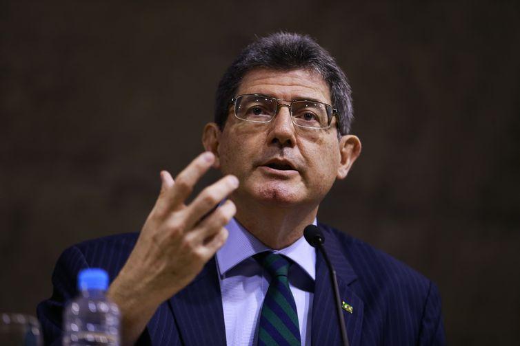 """O presidente do BNDES, Joaquim Levy, fala no Seminário """"A Nova Economia Liberal"""", na Fundação Getúlio Vargas (FGV), no Rio de Janeiro."""