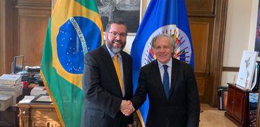 O ministro das Relações Exteriores, Ernesto Araújo, conversa com o secretário-geral da OEA, Luis Almagro, sobre a situação na Venezuela, na sede da organização, em Washington.