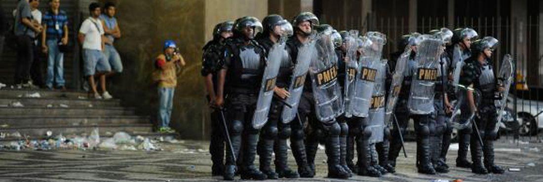 Policiamento é reforçado por causa de protesto contra aumento de passagem na Central do Brasil, no Rio de Janeiro