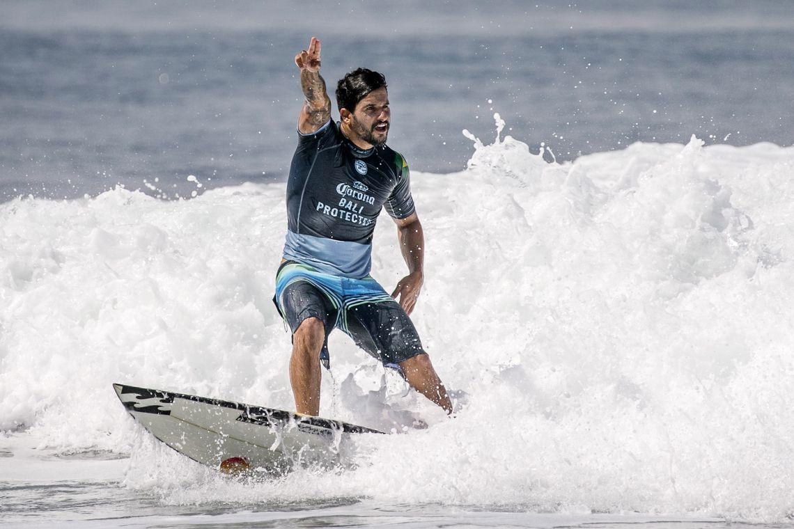 O brasileiro Ítalo Ferreira vence a etapa de Bali do Circuito Mundial de Surfe