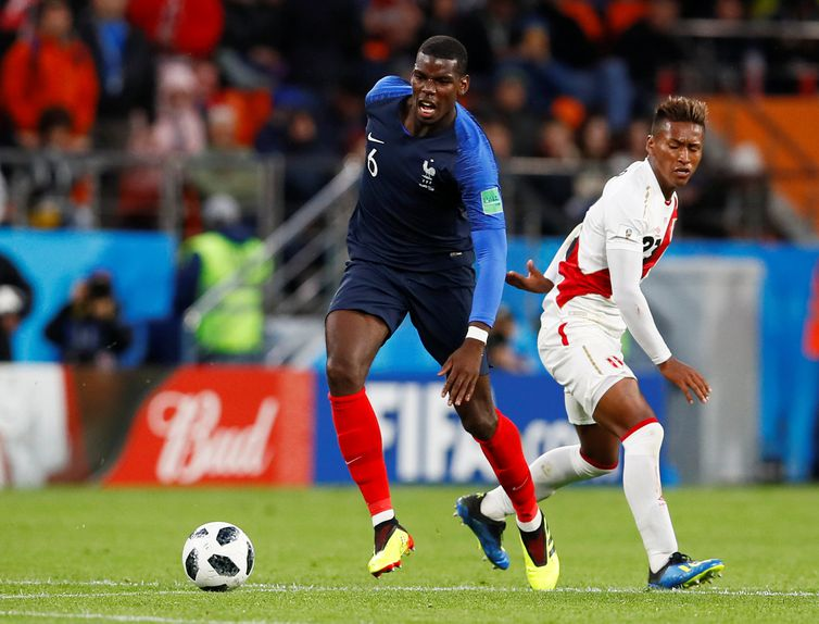 Soccer Football - World Cup - Group C - France vs Peru - Ekaterinburg Arena, Yekaterinburg, Russia - June 21, 2018   France's Paul Pogba in action with Peru's Pedro Aquino     REUTERS/Jason Cairnduff