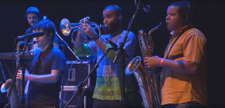 O grupo baiano Ifá Afrobeat comanda a festa na TV Brasil