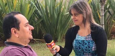 Jairo Marques e a apresentadora Fernanda no Programa Especial