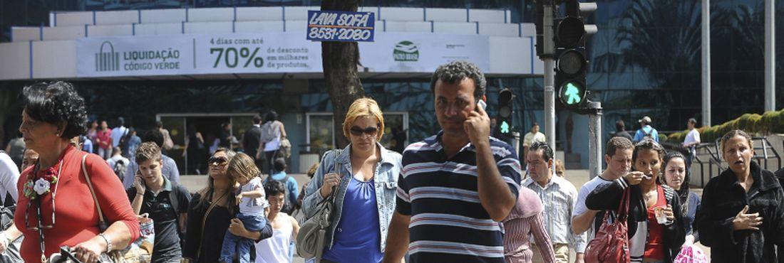 Atualmente mais da metade da população brasileira fazem parte da classe média, o que significa um total de 104 milhões de brasileiros.