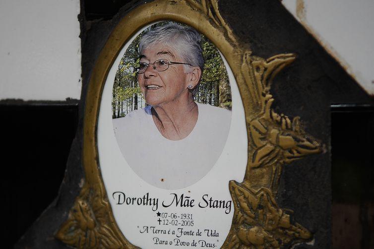 Completam dez anos do assassinato da missionária norte-americana Dorothy Stang. Na foto, o túmulo de Dorothy Stang, em Anapu (Tomaz Silva/Agência Brasil)