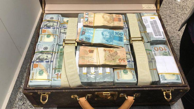 Malas com dólares são apreendidas com comitiva da Guiné Equatorial