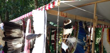 Artesanato indígena à venda no Parque Lage, em festa que reúne 18 etnias