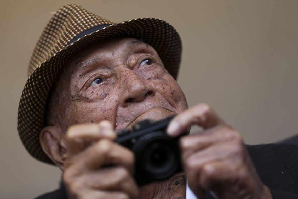 O fotógrafo Gervásio Batista, de 95 anos, é homenageado  pela Associação Baiana de Imprensa (ABI) com a Medalha do Mérito Jornalístico.