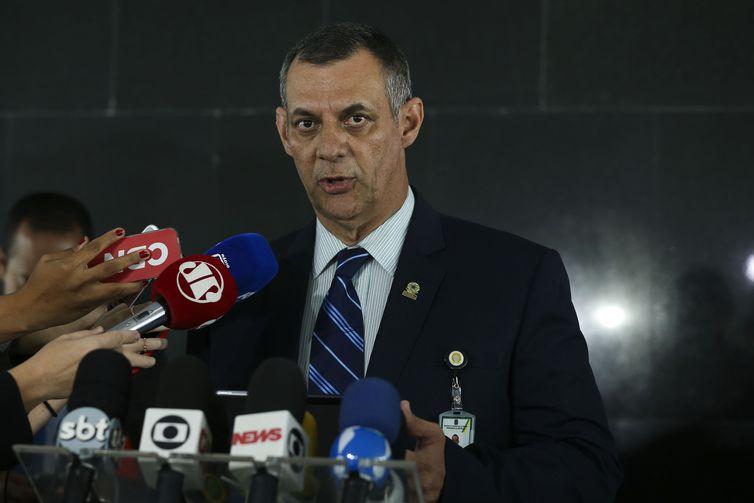 briefing do porta-voz, general Otávio Santana do Rêgo Barros