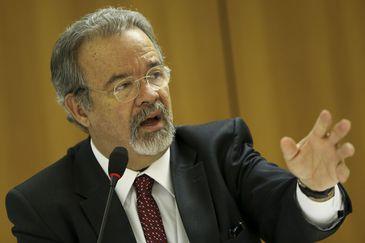 O ministro da Segurança Pública, Raul Jungmann, e o representante da UNODC no Brasil, Rafael Franzini, assinam protocolo de intenções para criação do Centro Internacional para Segurança Pública no Brasil.