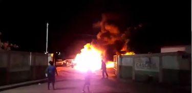 Reprodução de vídeo que mostra incêndio em carros em Cascavel, no Ceará