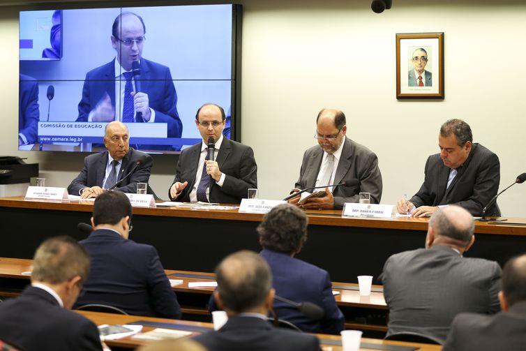 O ministro da Educação, Rossieli Soares, participa de reunião da comissão de Educação da Câmara dos Deputados e lança a Cartilha de Orientação para Apresentação de Emendas Parlamentares ao Orçamento de 2019