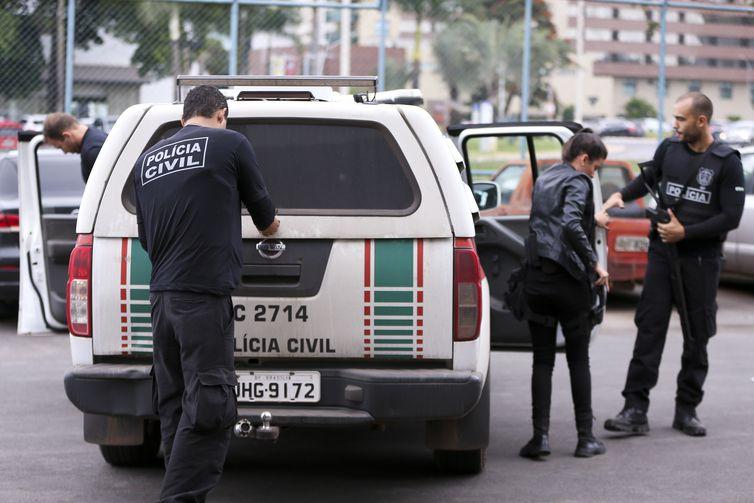 Brasília - Polícia Civil do DF cumpre 28 mandados de prisão e 35 de busca e apreensão na operação Delivery contra o tráfico de drogas, na Esplanada dos Ministérios (Marcelo Camargo/Agência Brasil)