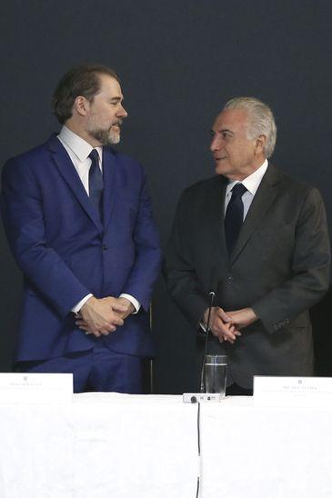 O presidente do STF, Dias Toffoli, e o presidente Michel Temer durante cerimônia de instalação do Conselho Nacional de Segurança Pública e Defesa Social.