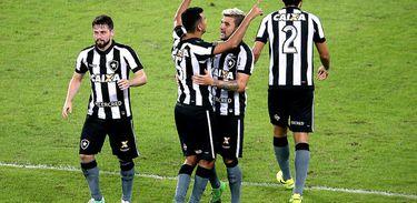 Bruno Silva e Rodrigo Lindoso marcaram os gols da vitória do Botafogo