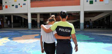 Gestão compartilhada -  Policiais e Professores