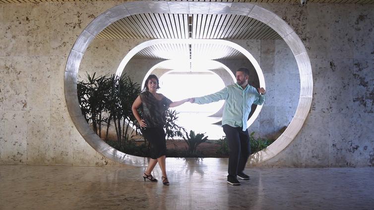 Israel Szerman e Patica Borges faz performance de zouk no Em Dança