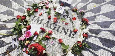 "Peça ""Cinco tiros em John Lennon"""
