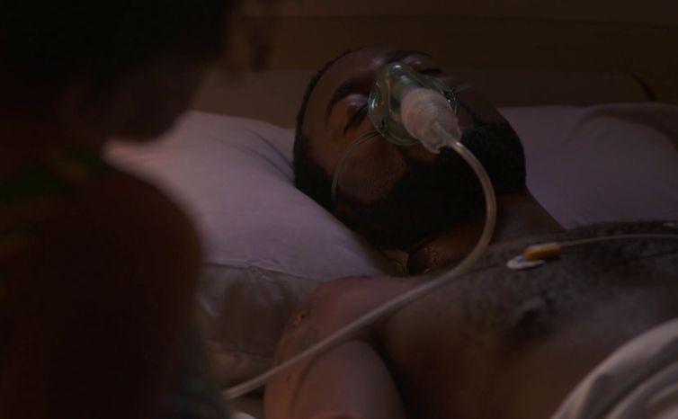 Joel sai do coma