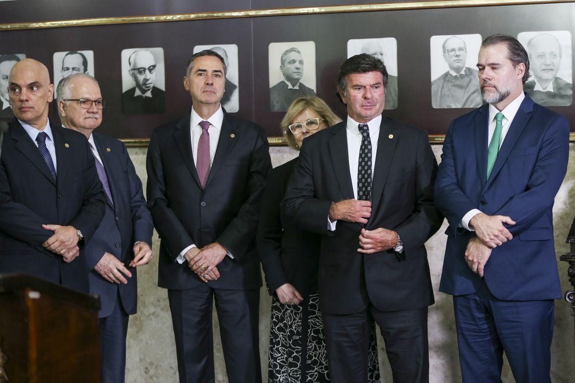 Ministros do STF participam de sessão solene no Supremo Tribunal Federal (STF) em comemoração aos 30 anos da Constituição brasileira.