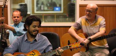 Na foto: Antônio Augusto (esq), Daniel Costa (centro) e Paulo Coelho (dir)