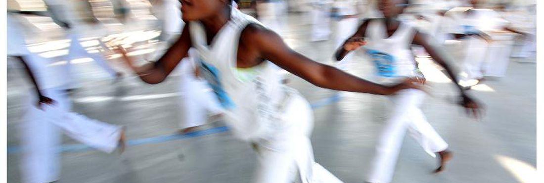 Documentário sobre a contribuição da capoeira para a identidade cultural do país é lançado
