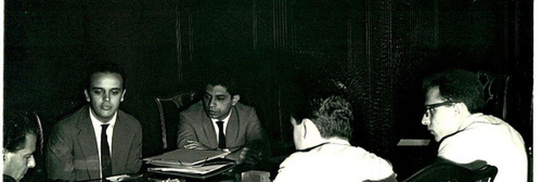 O presidente João Goulart (1961-1964) recebe o presidente da UNE José Serra