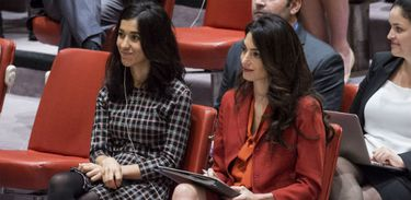 Nadia Murad, embaixadora da Boa Vontade do Unodc, e sua advogada, Amal Clooney, em sessão do Conselho de Segurança .