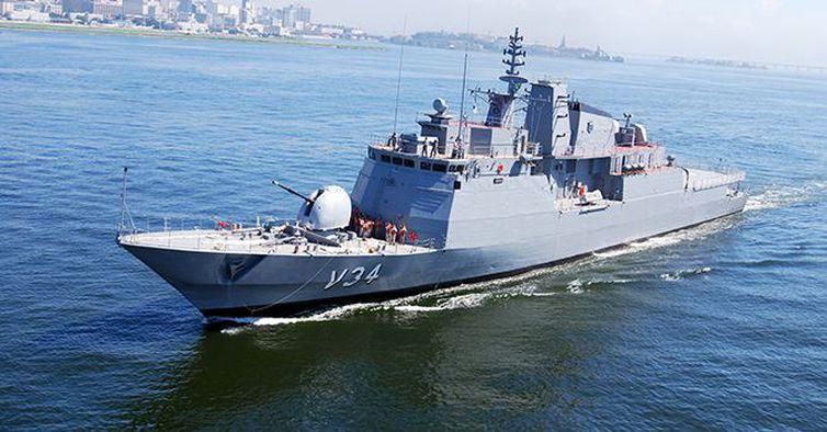 Brazilian Navy's corvette rescues migrants in Mediterranean