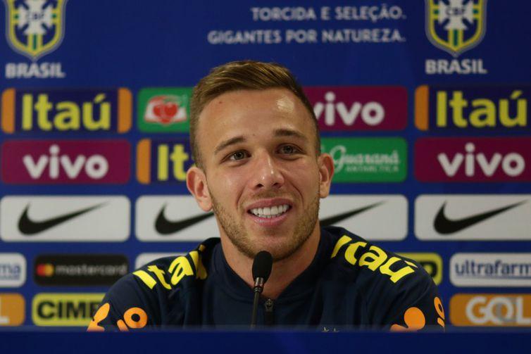 Arthur tem se destacado por um futebol marcado pela qualidade no passe de bolas