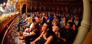 Publicou lotou o Teatro Amazonas para assistir Ernani