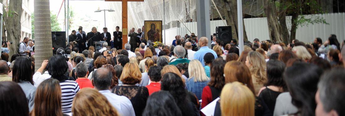 O prefeito do Rio de Janeiro, Eduardo Paes, recebeu hoje (10) na prefeitura, a Cruz Peregrina e o Ícone de Nossa Senhora, símbolos religiosos para a Jornada Mundial da Juventude (JMJ)