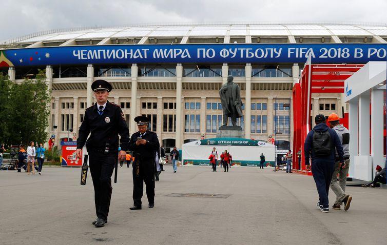 - A Copa do Mundo Rússia 2018 tem início hoje  14 , às 12h  horário de Brasília , com o jogo entre as seleções da Rússia e da Arábia Saudita, no Estádio