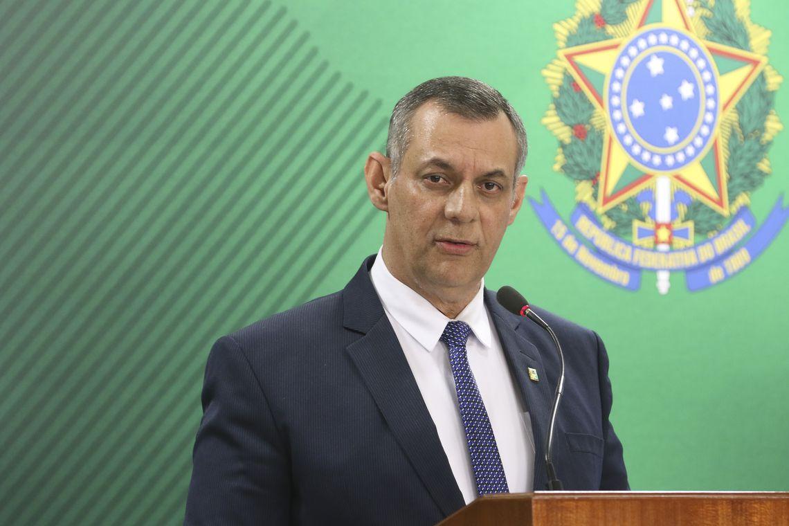 O porta-voz da Presidência da República, Otávio do Rêgo Barros, fala à imprensa, no Palácio do Planalto