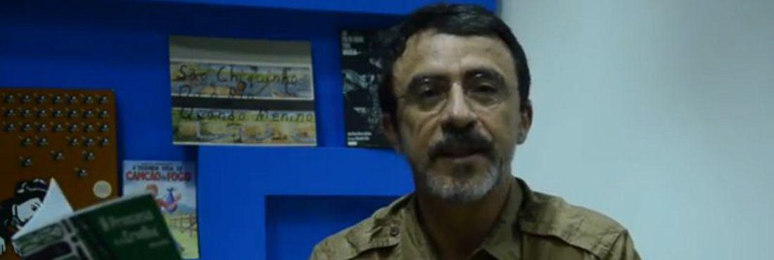 João Bosco Bezerra Bonfim explica como se faz um cordel