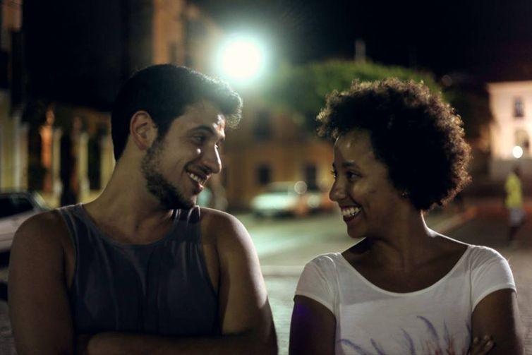 Os diretores de cinema Ary Rosa e Glenda Nicácio