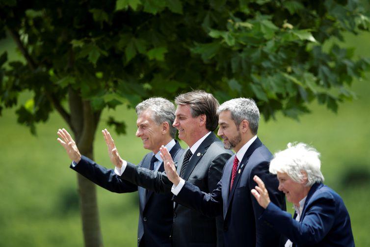 O presidente da Argentina, Mauricio Macri, o presidente do Brasil, Jair Bolsonaro, o presidente do Paraguai, Mario Abdo Benitez, e a vice-presidente do Uruguai, Lucia Topolansky, posam para uma foto de família durante a cúpula do bloco